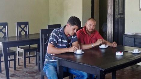 Deux amis au café Ciudad de Camagüey