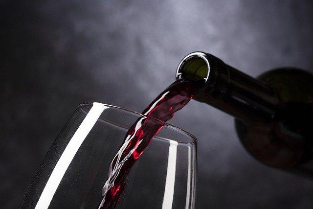 Vino tinto puede manchar el esmalte dental