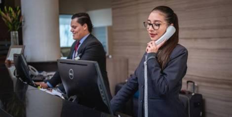 La moda de ir a un hotel en tu propia ciudad