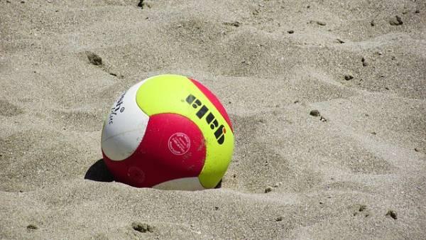 deportes para hacer en verano - voley playa