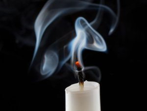 44197587 – extinguished candle with smoke
