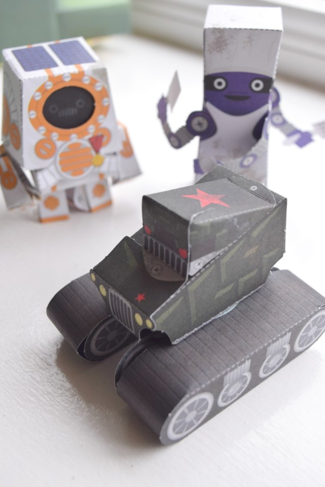 paper robots and aliens 10