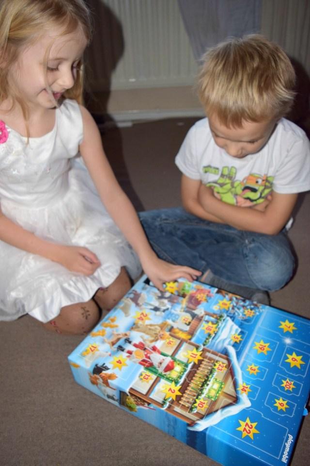 playmobil-christmas-on-the-farm-advent-3