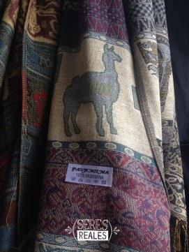 Artículos de alpaca del Mercado de San Pedro.