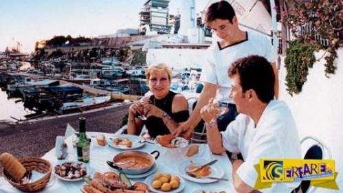 Τουρίστες στην Κρήτη: Παρακαλώ, μην πείτε στον μάγειρα ότι είμαστε Γερμανοί!