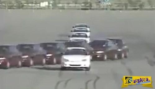 Αυτόν τον συγχρονισμό αυτοκινήτων ούτε πεζοί δεν θα τον κατάφερναν!