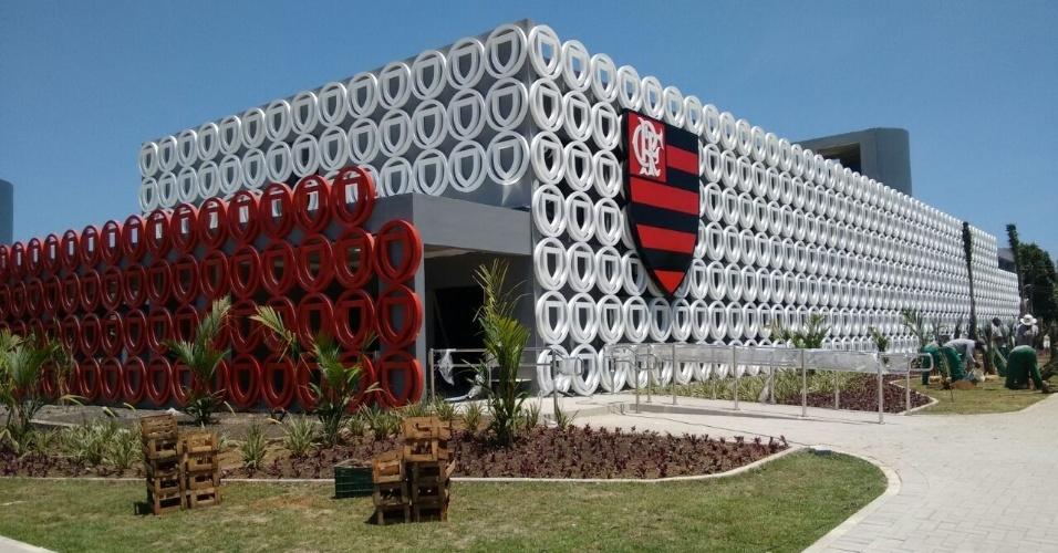 a-fachada-do-modulo-profissional-do-ninho-do-urubu-recebe-os-ultimos-acabamentos-antes-da-inauguracao-em-13-de-dezembro-1481145813487_956x500