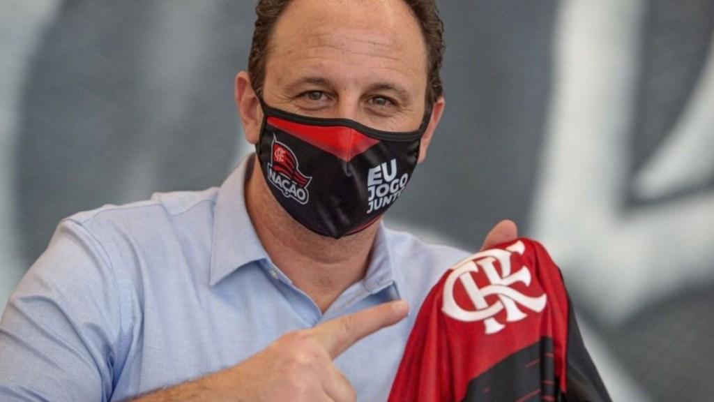 O Flamengo é um laboratório de preparação para Rogério Ceni, que ainda é um técnico em formação