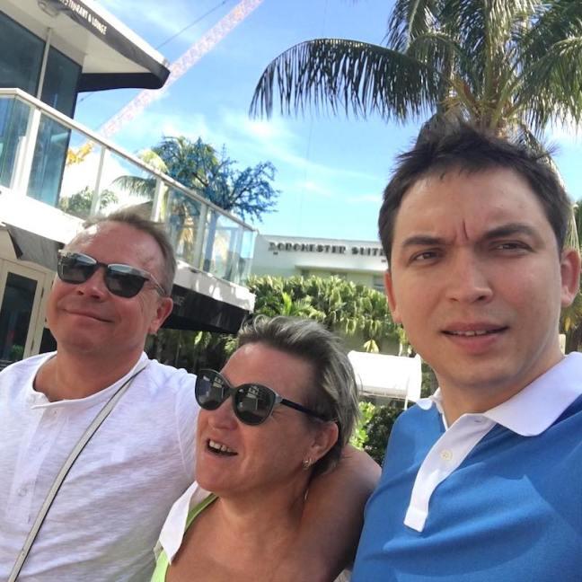 Петр Осипов с мамой и папой