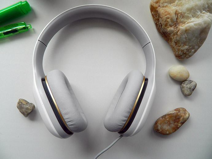 xiaomi mi headphones light white