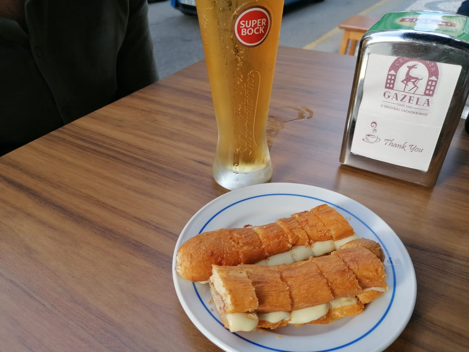 Food in Porto - hot dogs on a plate next to beer