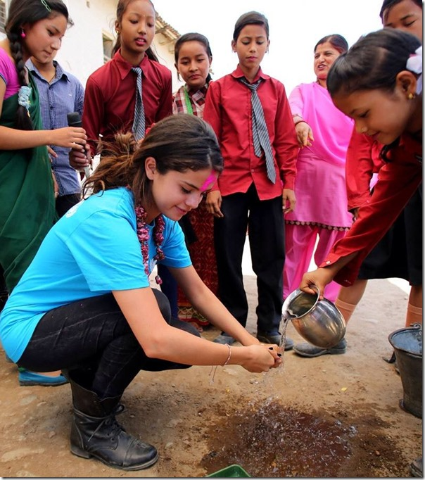 802c9df1f selena-gomez-in-nepal-visit-2.jpg – Serial Sansar