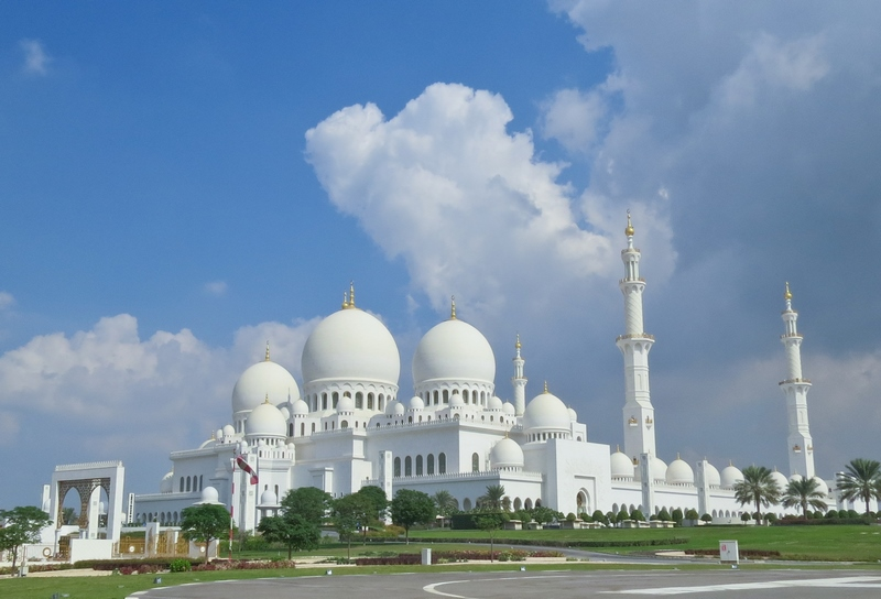 serial-travelers-abu-dhabi-mosquee-Cheikh-Zayed-overview(1)