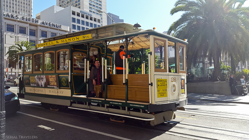 serial-travelers-san-francisco-union-square-cable-car