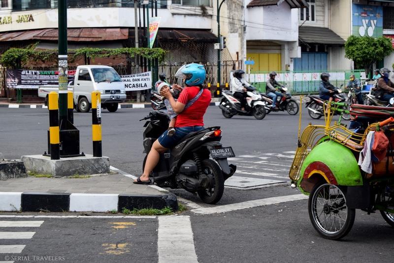 serial-travelers-indonesie-java-yogyakarta-scooters(2)