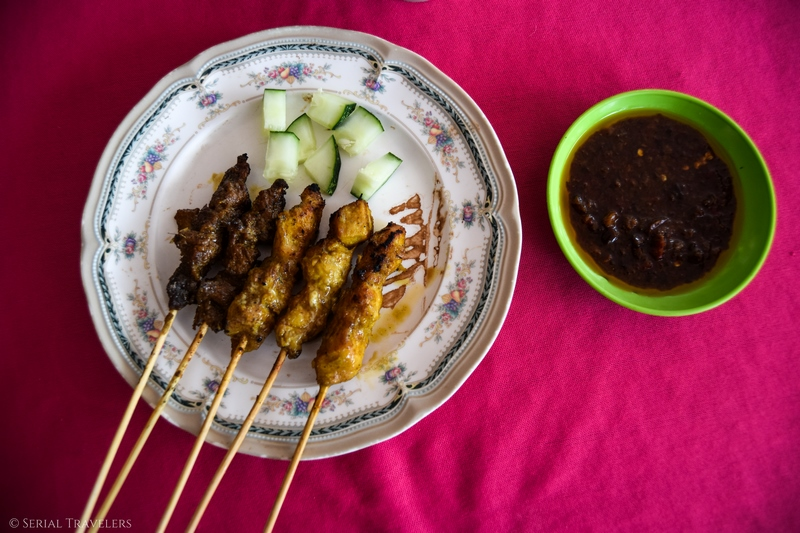 serial-travelers-jungle-taman-negara-malaisie-satay-ayam-plat-traditionnel-brochette-poulet