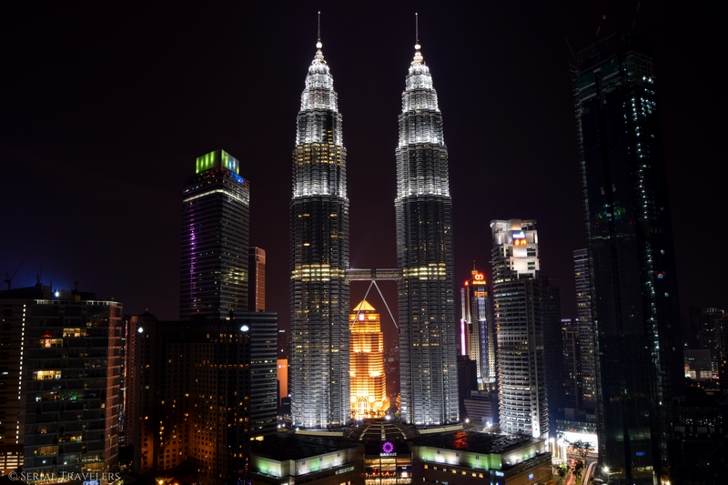 serial-travelers-malaisie-kuala-lumpur-petronas-twin-towers-sight-from-traders-sky-bar(1)