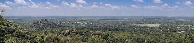 serial-travelers-sri-lanka-minhintale-panorama
