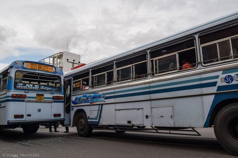 serial-travelers-sri-lanka-trajet-bus-local-ella-negombo-accident