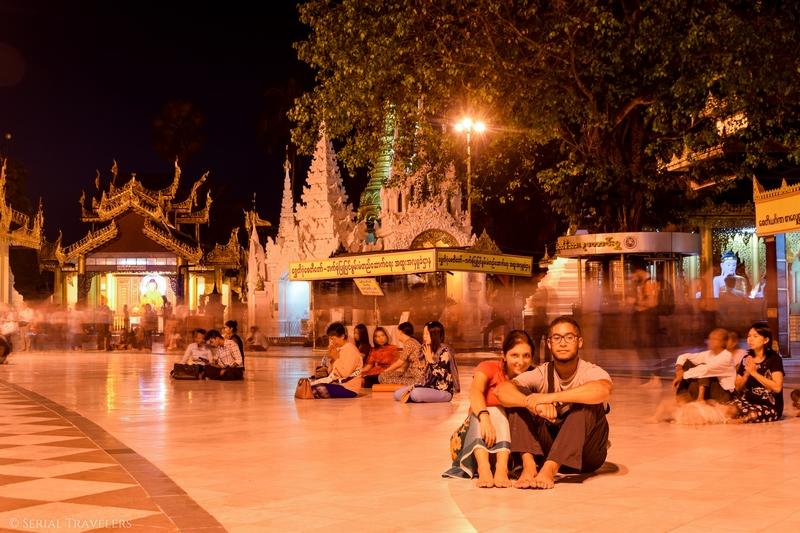 serial-travelers-myanmar-que-faire-a-yangon-rangoun-pagode-shwedagon-plus-grande-pagode-night-nuit-8