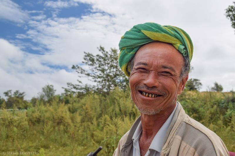 serial-travelers-myanmar-trek-kalaw-inle-sam-family-homme-portrait-2