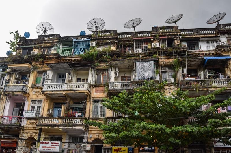 serial-travelers-myanmar-yangon-immeuble
