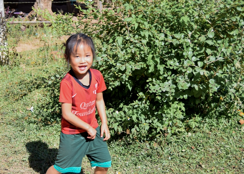 serial-travelers-laos-nong-khiaw-children-enfant-village-2