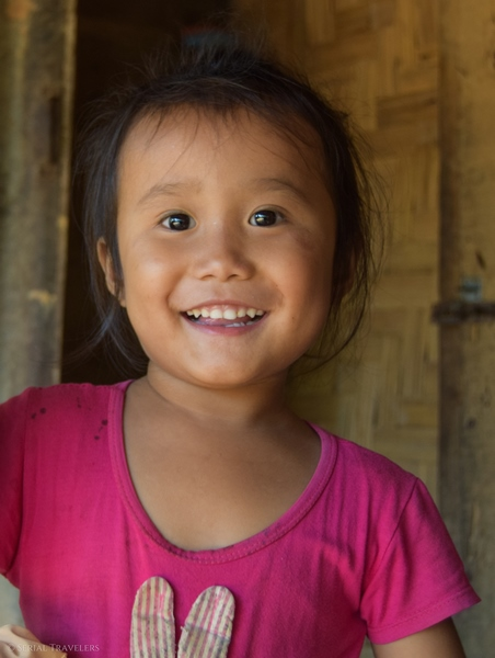 serial-travelers-laos-nong-khiaw-children-portrait-enfant-village-sopkeng-fille