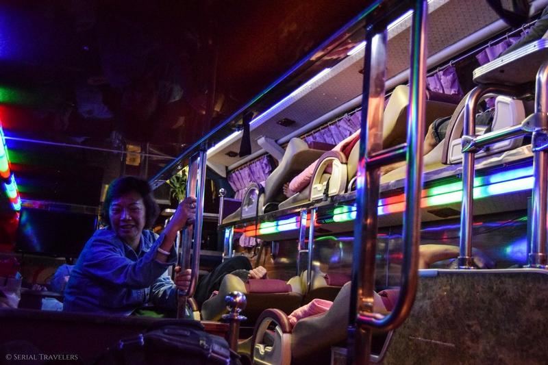 Passage de la frontière Laos - Vietnam et arrivée à Hanoï après 24H de bus !