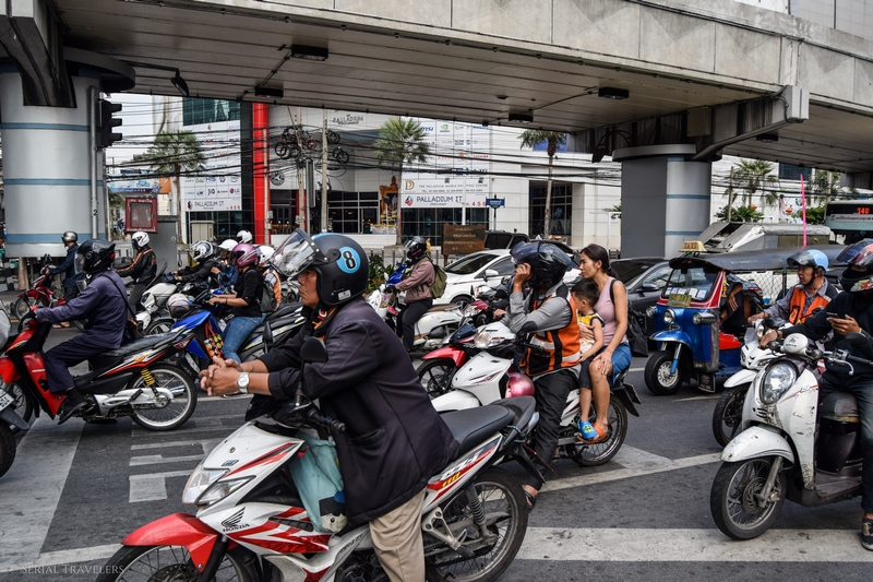 serial-travelers-bangkok-transport-scooter