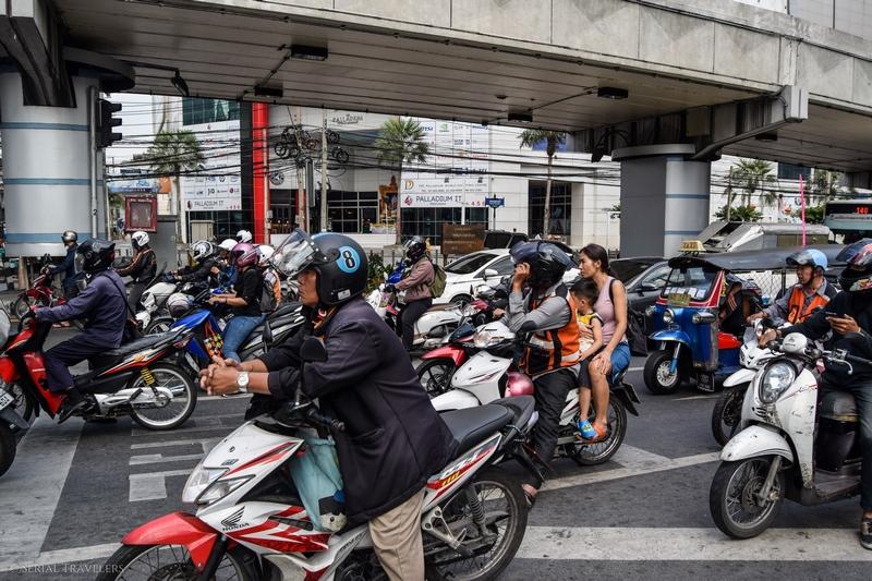 serial-travelers-bangkok-transport-scooter