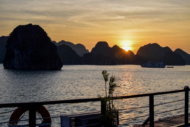 Croisière sur la baie de Bai Tu Long, une autre option à la touristique Baie d'Ha Long