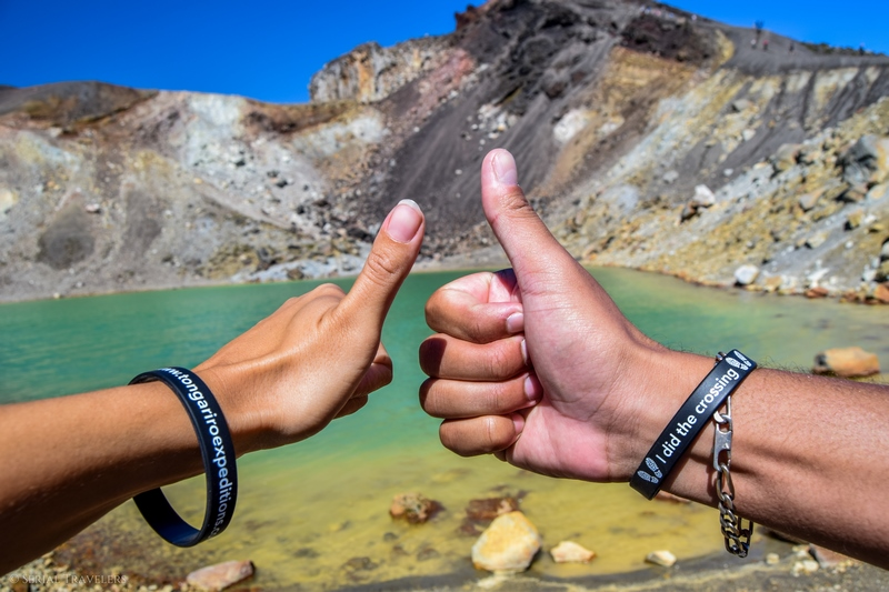 serial-travelers-tongariro-alpine-crossing-emerald-lakes-tongariro-expeditions-we-did-it