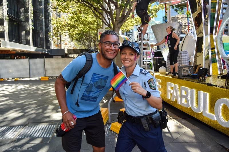 serial-travelers-australie-sydney-mardi-gras-gaypride-policiere