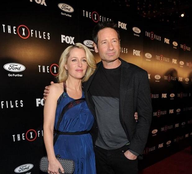 Entre as temporadas de Aquarius Gillian Anderson e David Duchovny filmaram a 10ª temporada de The X-FIles