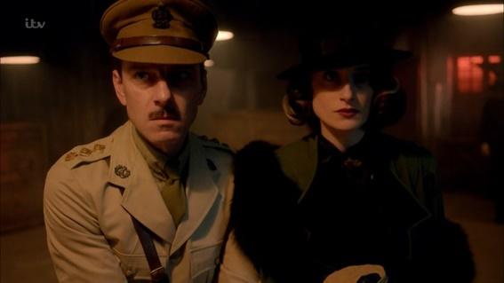 Os vilões da temporada: O Capitão Dance (Enzo Cilenti) e sua companheira Fedora (Natasha O'Keeffe)