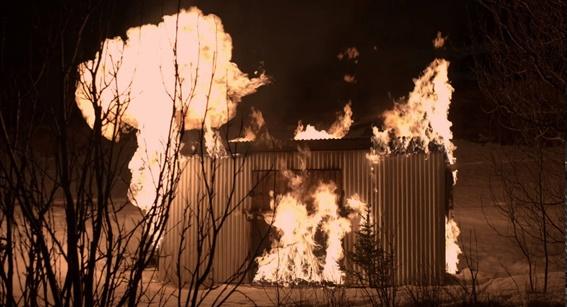 Novo incêndio ajuda a complicar a trama conforme os episódios.
