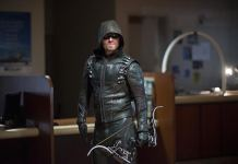 "Arrow -- ""Vigilante"" -- Image AR507b_0223b.jpg -- Pictured: -- Photo: Stephen Amell as Oliver Queen/The Green Arrow Diyah Pera/The CW -- © 2016 The CW Network, LLC. All Rights Reserved."