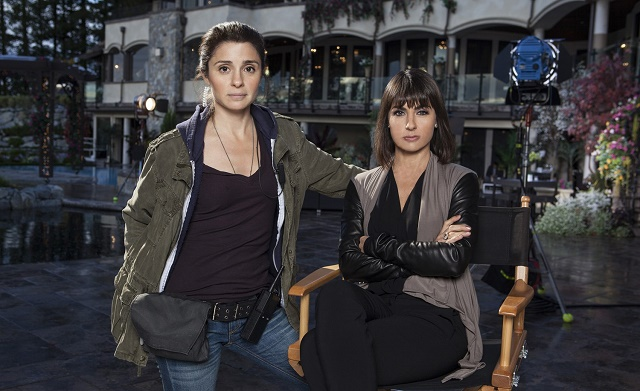 Shiri Appleby e Constance Zimmer em UnREAL