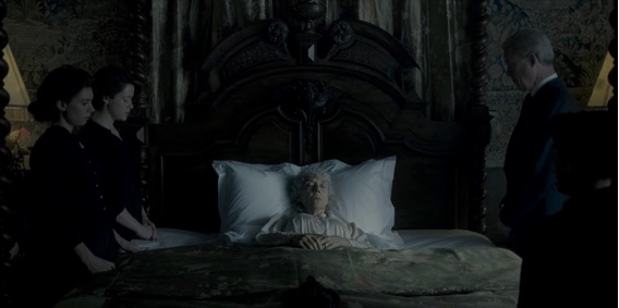A morte da Rainha Mary ganha importância e contexto dentro da proposta do episódio.