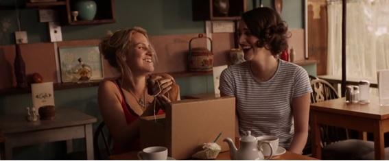 Em cena: as atrizes Phoebe Waller-Bridge como Fleabag e Jenny Rainsford como Boo em Fleabag.