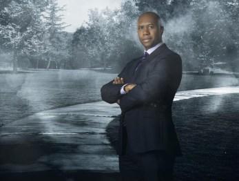 Derek Webster es el Agente Jessup Rollins.