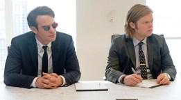 Charlie Cox es Matt Murdoc y Elden Henson es Foggy Nelson.