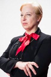 Francesca Piñón es Angustias.