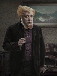 Simon Russell Beale es Ferdinand Lyle.