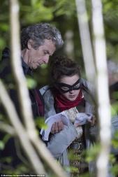 Peter Capaldi y MAisie Williams.