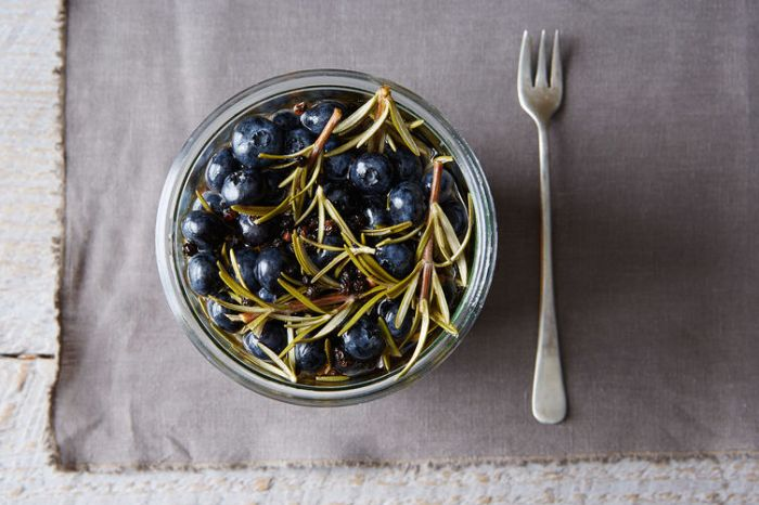 Pickled Blueberries on Food52 // Weekend Finds on Serious Crust