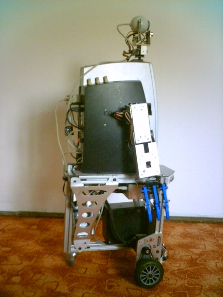Eric, the butler robot (3/5)