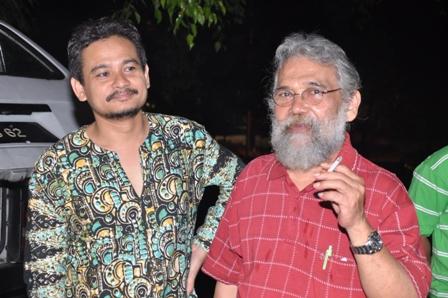 Prof Madya Dr Haji Arbak Othman, pensyarah UPM bersama Rahimidin. Prof Arbak juga seorang perokok tegar. Aku suka... Hehehe...