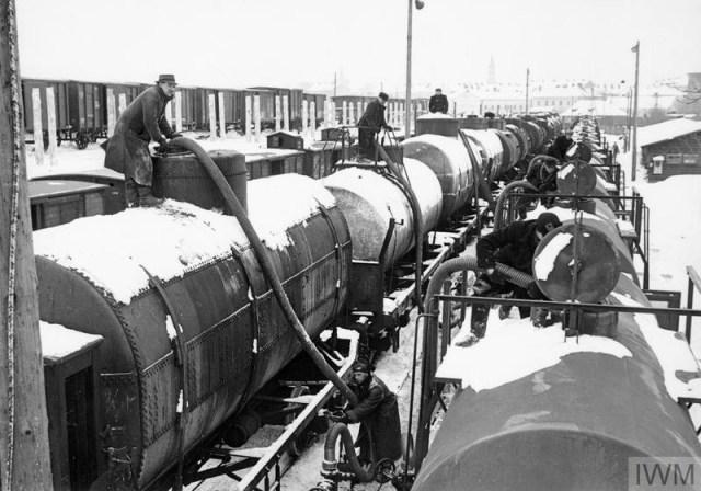 1940 год.  Поставка советских нефтепродуктов немцам на новой советско-германской границе в городе Перемышль (Пшемысль)